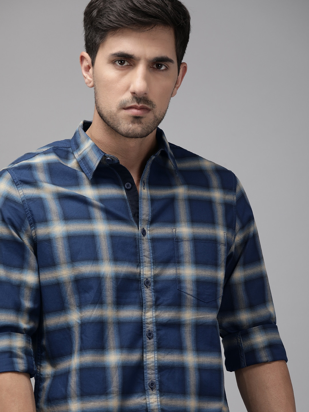 Roadster Men Blue  Off-White Regular Fit Checked Casual Shirt-12947472